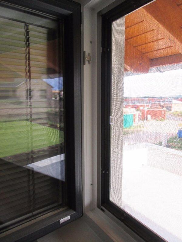 Okenní síť proti hmyzu
